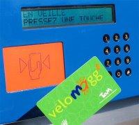 La carte Vélomagg' et l'écran de l'automate