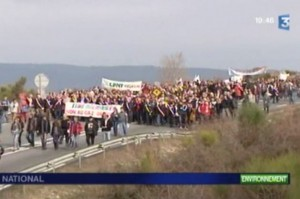 Manifestation contre le gaz de schiste à Villeneuve-de-Berg (photo : copie écran du site de France 3)