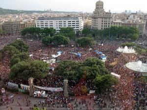 """Place de Catalogne à Barcelone le 28 mai 2011 est reprise par """"les indignés"""" (photo : E. L.)"""