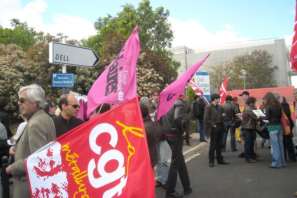 Manifestation devant le site Dell de Montpellier le 29 avril 2009 après l'annonce d'un plan social (photo : J.-O. T.)