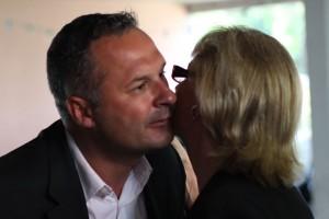 Hélène Mandroux salue Christian Assaf le 29 juin au siège de la fédération PS de l'Hérault (photo : J.-O. T.)