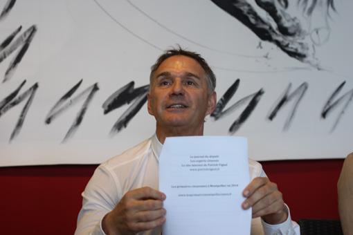 """Patrick Vignal le 29 novembre 2012 présentant sa pétition pour les """"primaires montpelliéraines"""" (photo : J.-O. T.)"""