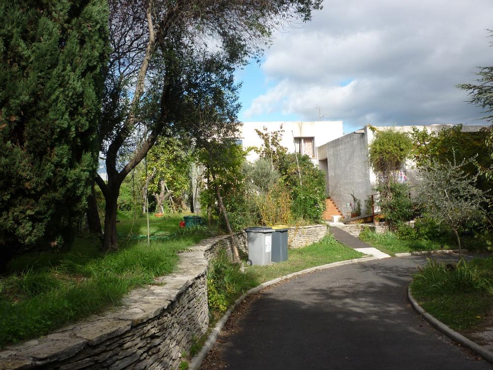 L'entrée et le jardin de la villa de Philippe Humblot (photo : J.-O. T.)