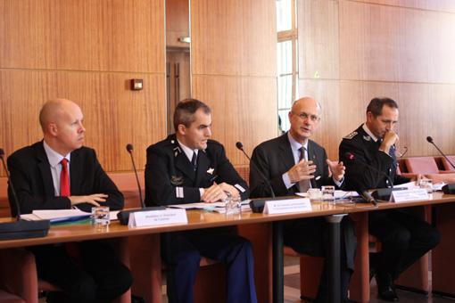 Frédéric Loiseau, directeur de cabinet du préfet, Eric Steiger (Gendarmerie), Pierre Bousquet de Florian et Jean-Michel Porez (Police, DDSP) le 22 janvier à la préfecture de l'Hérault (photo : J.-O. T.)