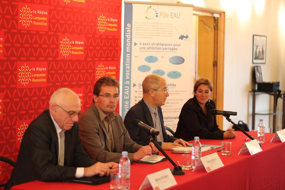 Michel Dutang, directeur de la recherche de Veolia environnement (à gauche)et Christian Bourquin (à droite) le 7 juin 2012 lors de la mise en place du conseil de surveillance du Pôle eau (photo : J.-O. T.)