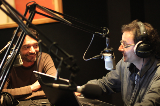 Jacques-Olivier Teyssier (Montpellier journal) et Gilles Gouget (Divergence FM) le 14 mai 2013 dans le studio de Divergence FM (photo : Martin, Divergence FM pour Mj)