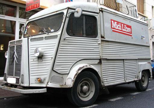 Une ancienne fourgonette avec le logo Midi Libre dans les rues de Montpellier en 2008 (photo : J.-O. T.)