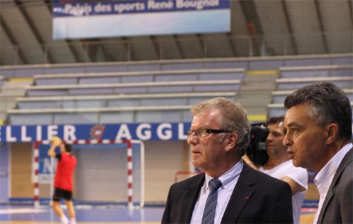 Jean-Pierre Moure, président de l'agglo de Montpellier et Rémy Lévy, président du MAHB le 2 octobre 2012 au palais des sports René Bougnol (photo : J.-O. T.)