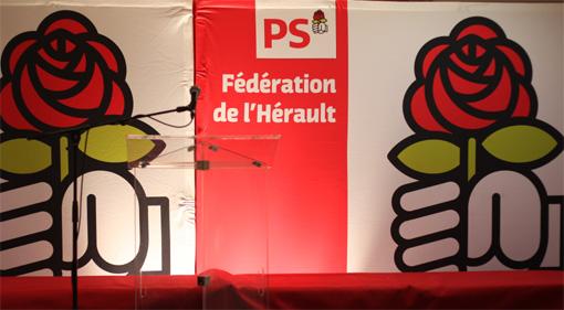 Fédération PS de l'Hérault, l'estrade avant les discours suite à la proclamation des résultats de la primaire interne du 10 octobre 2013 pour les municipales 2014 (photo : J.-O. T.)