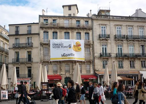 Publicité de La Gazette de Montpellier sur la façade de son immeuble place de la Comédie le 12 octobre 2013 (photo : J.-O. T.)