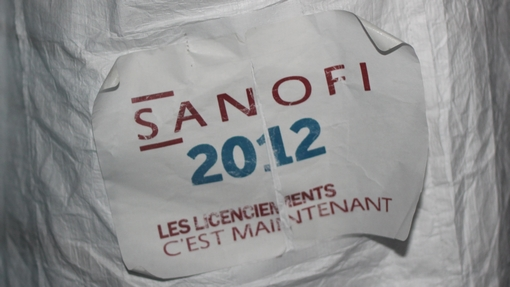 Sur la la blouse d'un manifestant de Sanofi en conseil municipal de Montpellier le 1er octobre 2012 (photo : J.-O. T.)
