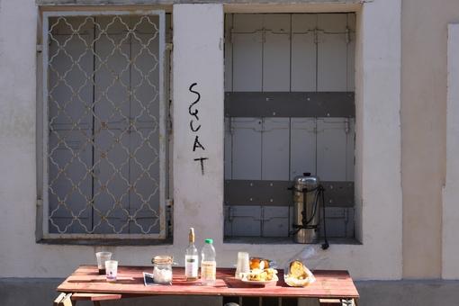 Devant le squat de la rue Pagès à Montpellier le 14 novembre 2013 vers 13h (photo : J.-O. T.)
