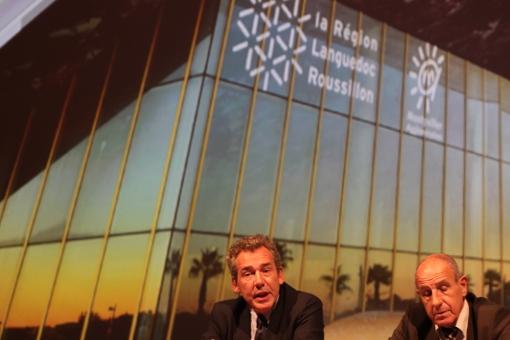 Antoine Perragin, directeur général de Montpellier events et Frédéric Lopez, président le 8 octobre 2013 devant une photo de l'Aréna (photo : J.-O. T.)