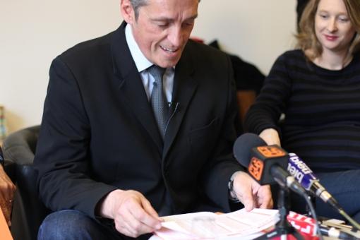 Philippe Saurel présente sa liste de second tour à la presse le 25 mars 2014, à sa droite Stéphanie Jannin, une de ses colistières (photo : J.-O. T.)