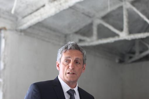 Philippe Saurel, le 14 mai 2014 dans l'hôtel Montcalm en chantier, bâtiment qui devait accueillir le musée sur l'histoire de la France et de l'Algérie (photo : J.-O. T.)