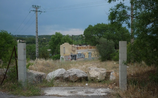 Le terrain de l'université Montpellier I rue des 4 seigneurs, le 12 juin 2014, occupé en 2010 par des Roms (photo : J.-O. T.)