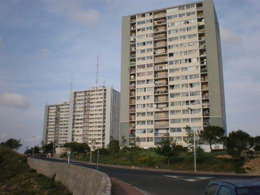 Les trois tours des Tritons (Cambon, Condorcet et d'Alembert) dans le quartier des Hauts de Massane (Mosson) à Montpellier avant leur destruction (photo : licence cc, vpe)