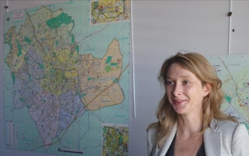 Stéphanie Jannin le 25 septembre 2014 dans son bureau de l'hôtel de ville (photo : J.-O. T.)
