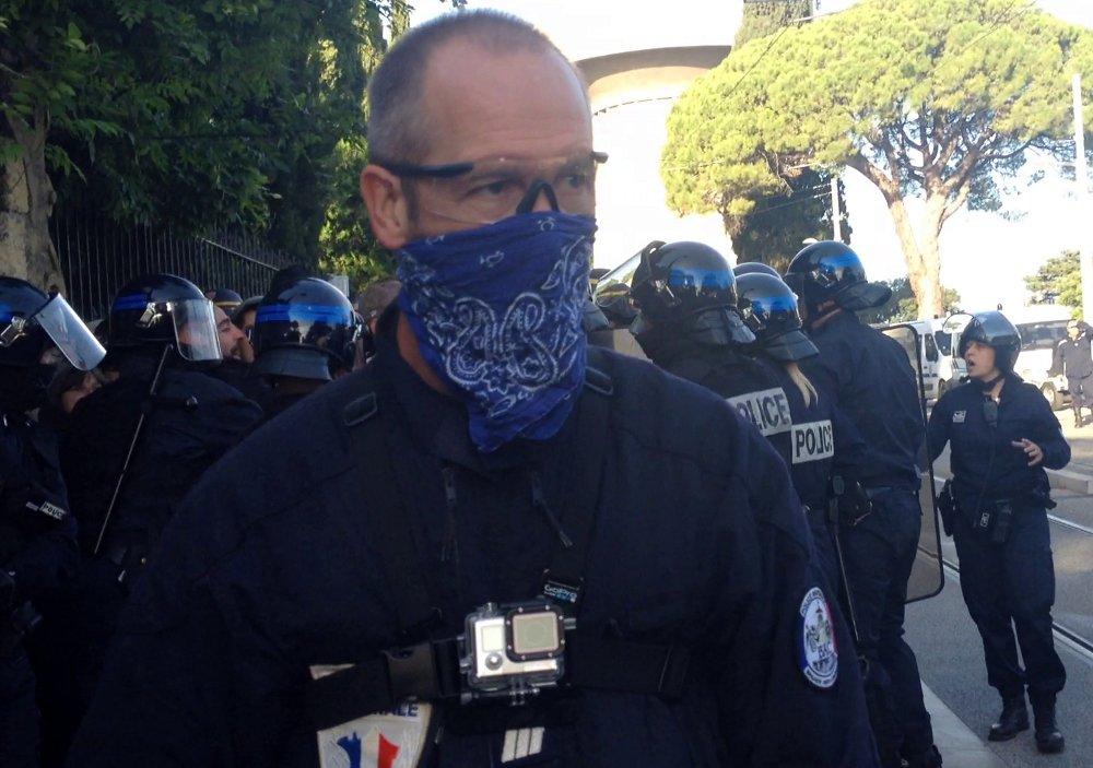 Le capitaine de la BAC de Montpellier qui a arraché le téléphone de Montpellier journal (photo : Lucie Lecherbonnier)