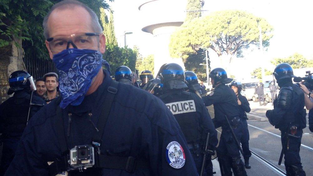 Le policier de la BAC qui a arraché le téléphone de Montpellier journal (photo : Lucie Lecherbonnier)