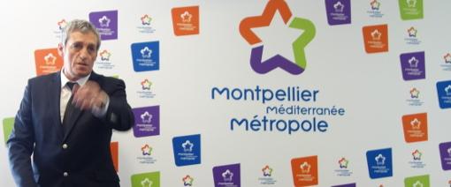 Philippe Saurel, président de la métropole, devant le logo de la collectivité, une étoile à cinq branches, par ailleurs symbole maçonique, le 6 février 2014 (photo : J.-O. T.)
