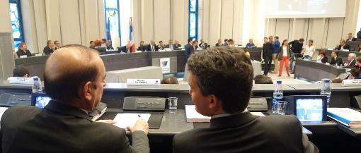 Kleber Mesquida (PS) et Guillaume Fabre (UMP) le 2 avril 2015 en conseil départemental de l'Hérault (photo : J.-O. T.)