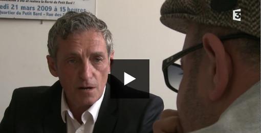 Philippe Saurel dans le local de Justice pour le Petit Bard avant le premier tour des municipales 2014 (copie écrand replay France 3)
