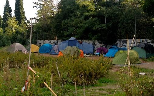 Le camp des expulsés de Lutpia 002 dans le quartier des Beaux-arts à Montpellier le 20 octobre 2015 (photo : Lucie Lecherbonnier)