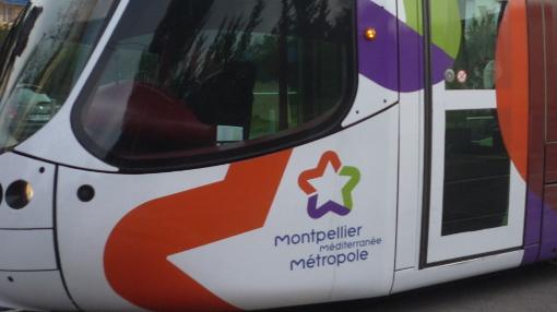 Un tramway aux couleurs de la métropole de Montpellier le 12 février 2015 (photo : J.-O. T.)